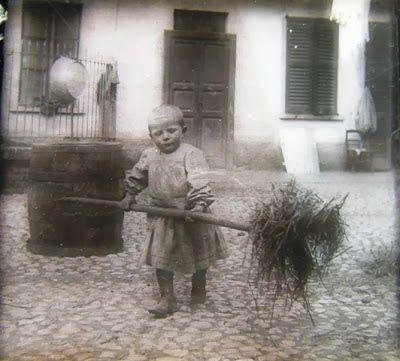 Lombardia Bambino al lavoro. Valle Olona, primi del 900. #TuscanyAgriturismoGiratola