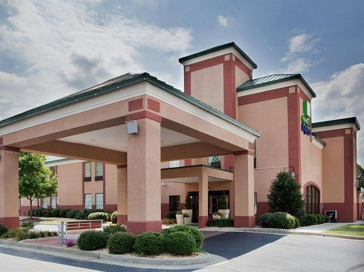 South Boston (VA) Days Inn and Suites South Boston / Danville United States, North America Set in a prime location of South Boston (VA), Holiday Inn Express South Boston Hotel puts everything the city has to offer just outside your doorstep. The hotel has everything you need for a comfortable stay. Service-minded staff will welcome and guide you at the Holiday Inn Express South Boston Hotel. Guestrooms are designed to provide an optimal level of comfort with welcoming decor an...
