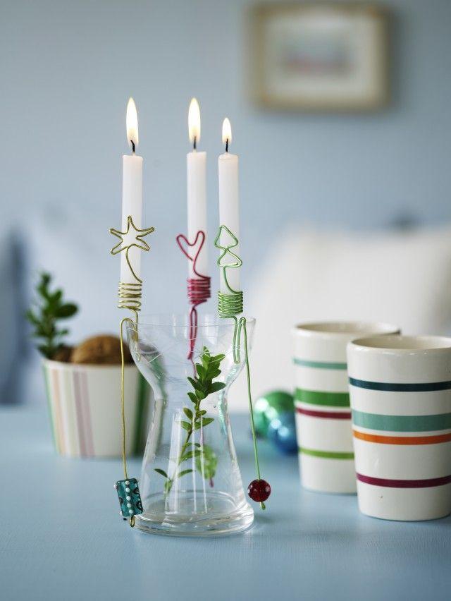 Disse kule lysholderne lager du lett selv av ulike typer ståltråd. De kan settes fast i en dekorasjon, eller festes på kanten av en vase eller en skål.