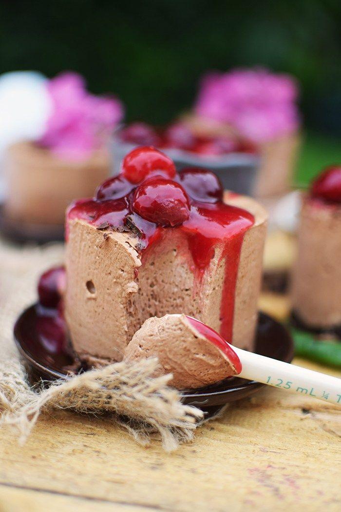 Geeiste Schoko Mousse mit Kirschen - Iced Chocolate Mousse with cherries | Das Knusperstübchen