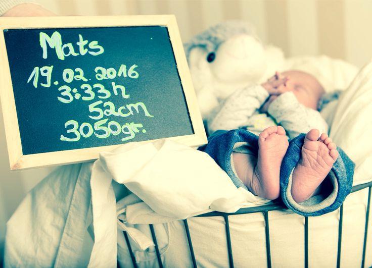Newborn picture Baby Fotos zur Geburt für Danksagungen.