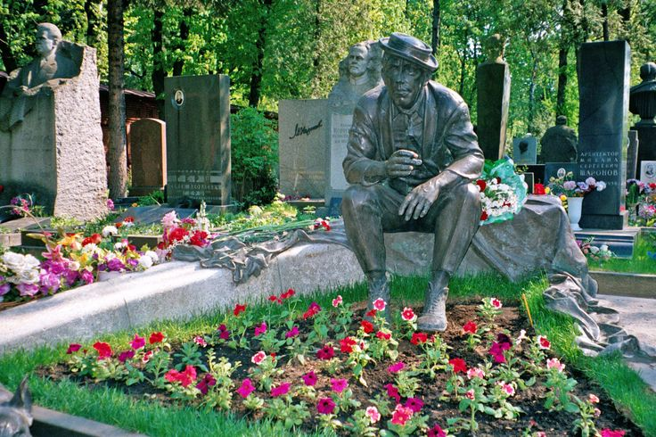 Novodevichy Cemetery, Moscow, 2002