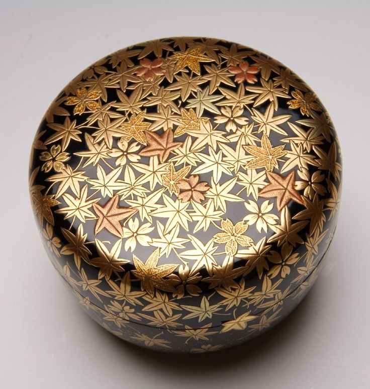 Hiranatsume Spring and Autumn Tea Caddy with Decoration of Cherry Blossoms and Maple Leaves, 1920-1930 - Taishô to Shôwa period, early 20th century