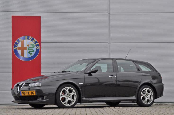 Deze zwart metallic Alfa Romeo 156 Sportwagon 3.2 V6 GTA Selespeed met kilometerstand 118.700 uit 2003 wordt te koop aangeboden in Nederland. Zoals de naam