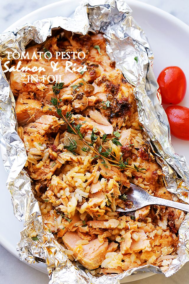 Tomato Pesto Salmon and Rice Recipe Baked in Foil. Just don't serve it on the foil! Try a #blomus platter instead!