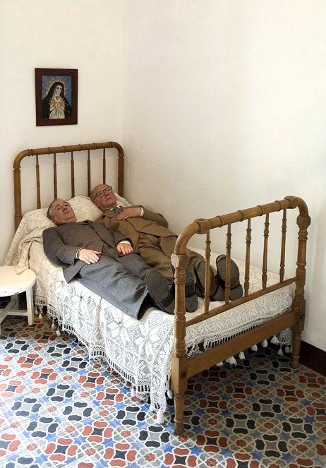 Photographies Depuis 1960.Gilbert and George, In bed with Lorca, 2007. Gilbert and George forme un couple d'artistes anglais qui après avoir fait un certain nombre de performances dans lesquelles ils se proclament être des sculptures vivantes en 1969