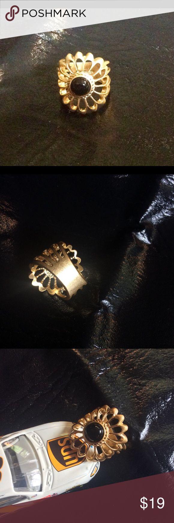 Goldtone Flower ring w/ Black Stone Brushed goldtone in a