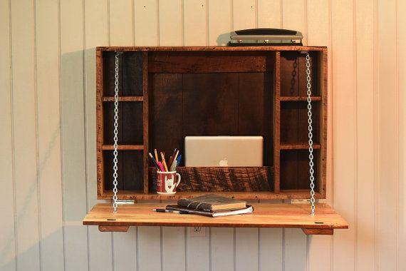 Este escritorio plegable, a la medida es un escritorio perfecto donde el espacio es limitado. Estas mesas de pared doblan, de pie sólo sobre 9″ de la pared y permiten un montón de movimiento a su alrededor. Queríamos tomar el escritorio lejos de pliegue de nuestros niños a la siguiente etapa y crear un espacio de trabajo que podría durar a lo largo de la escolaridad del estudiante. El escritorio es perfecto para cualquier persona, joven o viejo, que necesita un espacio de trabajo y de una…