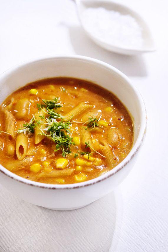 Väldans värmande pastasoppa med bönor och curry | Vegoriket
