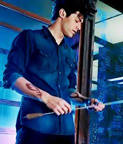 Alec Lightwood.........don't find it interesting? I DARE you to say that again when you meet Magnus!!! XDXD