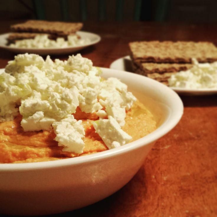 Hummus épicé aux poivrons rouges grillés - Bibitte à Bouffe #recette #hummus #poischiches #poivron #jalapeno #feta #sanssucre #sansgluten #vege