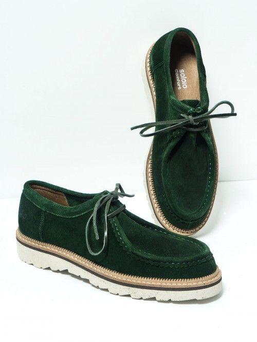 Zapatos de cordón, en serraje color verde. Realizados en piel de primera calidad, se adaptan perfectamente a tu pie. Confort y diseño en unos zapatos que no te querrás quitar. Si quieres aportarles un plus, combínalos con nuestros calcetines.  www.soloio.com  #manshoes #shoes #madeinspain #shoesfromspain #menstyle #outfitdetails