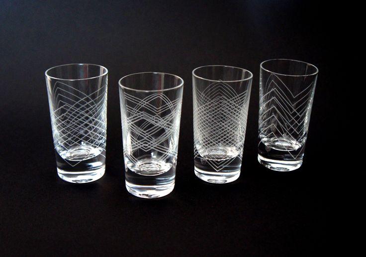 Nya vackra slipade snapsglasen Schottis, Polka, Vals och Mazurka. Mönstren designade av Eva Lilja Löwenhielm och Anya Sebton
