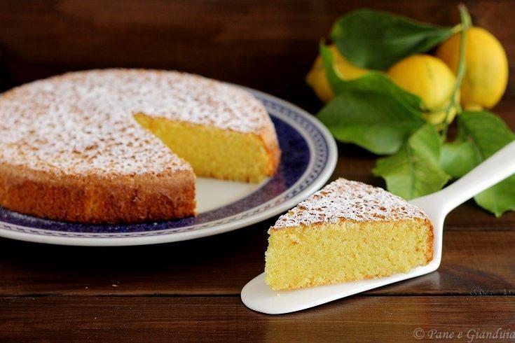 La Caprese al limone è una torta profumata e soffice a base di mandorle tritate.