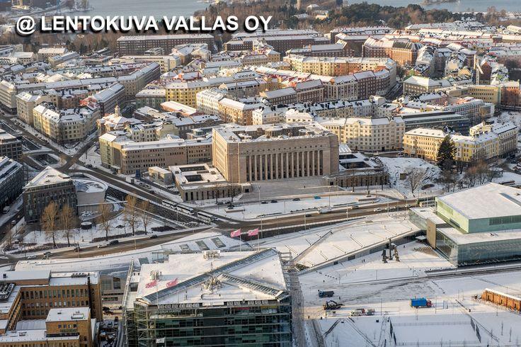 Helsinki, Eduskuntatalo talvella Ilmakuva: Lentokuva Vallas Oy
