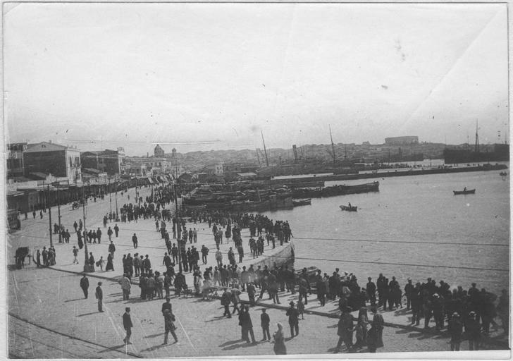 Opérateur K (code armée, photographe) - Débarquement des troupes françaises au Pirée (10-12 juin 1917). Le quai.
