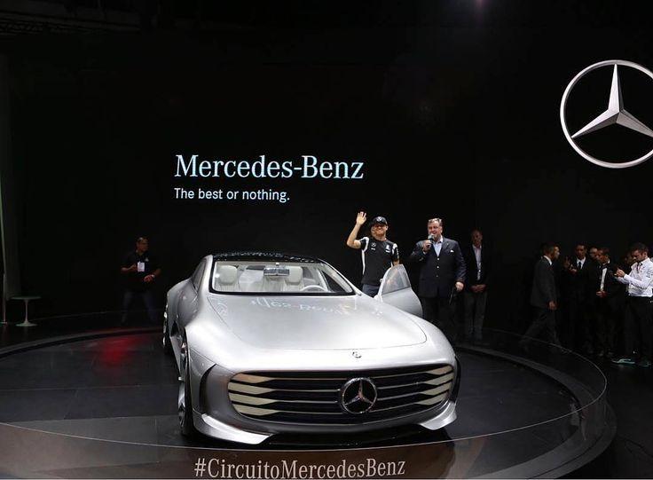 Mercedes-Benz IAA Concept no Salão do Automóvel Exibido pela primeira vez no Brasil o Concept IAA (Intelligent Aerodynamic Automobile) é desenvolvido para demonstrar uma nova filosofia em termos de aerodinâmica e eficiência.  Acima dos 80km/h o modelo adapta sua carroceria para um modo que prioriza eficiência e baixa resistência do ar alterando seu coeficiente aerodinâmico de 025 para Cd 019  um recorde para um cupê de quatro portas. Além disso câmeras nas laterais do veículo que substituem…