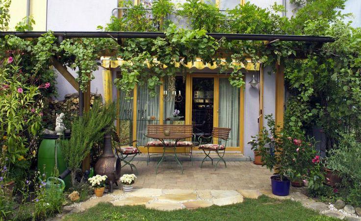 Die besten 25 kleine terrasse gestalten ideen auf pinterest kleine balkone kleine terasse - Reihenhausgarten gestalten ...