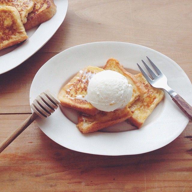 フレンチトーストで朝ごはん。 アイスのせ⍩⍩ 8.23