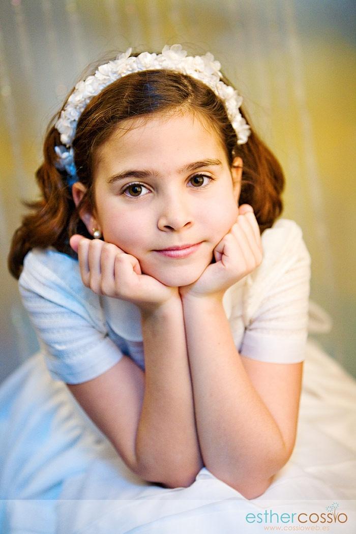 Fotografía de niña de comunión en estudio
