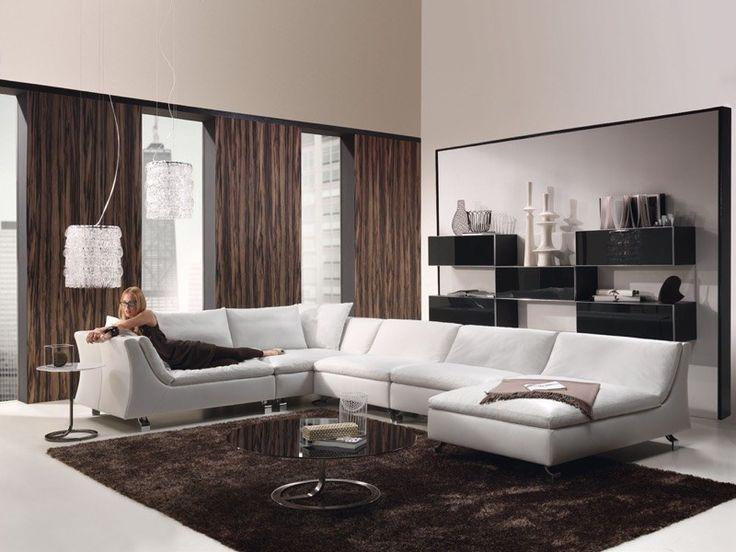 peinture beige clair, rideaux et tapis marron dans le salon contemporain