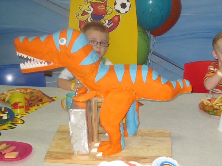 Justin's 4th birthday cake Stand up trex
