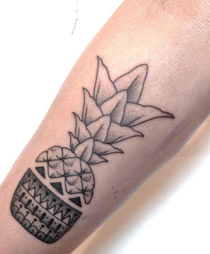 1000 id es propos de tatouage d 39 ananas sur pinterest tatouage d 39 ananas mini tatouages et. Black Bedroom Furniture Sets. Home Design Ideas