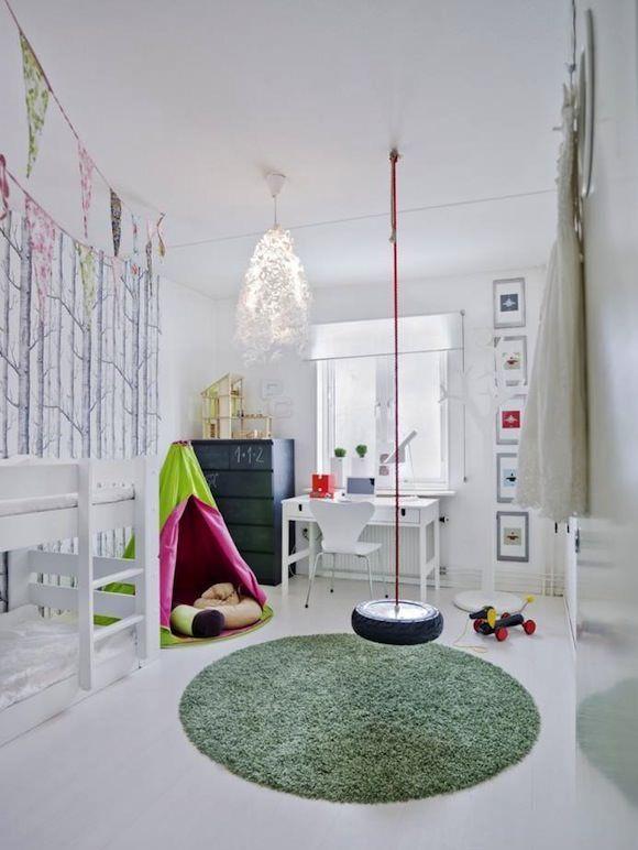 Columpios, escaleras y espalderas en habitaciones infantiles