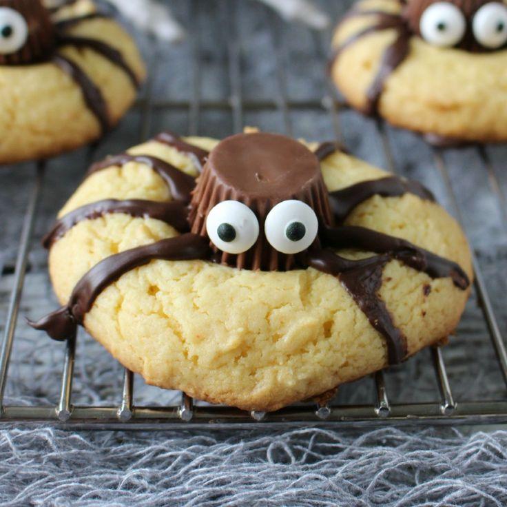 """Spinkoekjes voor Sint-Maarten of Halloween. Recept in het Engels. The """"Reese's"""" chocolaatje kun je online in Nederland bestellen of bij Jamin kopen. Anders creatief zijn en vervangen door iets anders. Smakelijk!"""