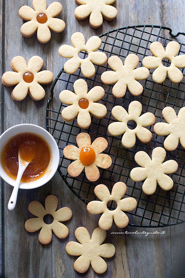 Farcire i Biscotti a forma di fiore - Ricetta Biscotti di Pasqua