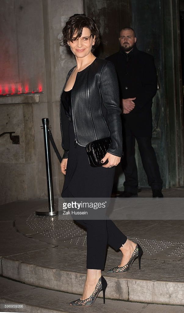 Photo d'actualité : Juliette Binoche arriving at the Giorgio Armani...