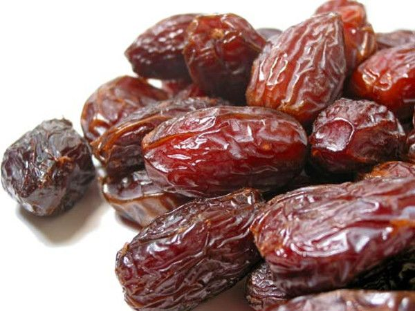 10 Manfaat Kurma Bagi Kesehatan. Nutrition fact buah kurma. Manfaat kurma untuk mengobati penyakit. Kandungan gizi dalam buah kurma. KiosPasti Blog.