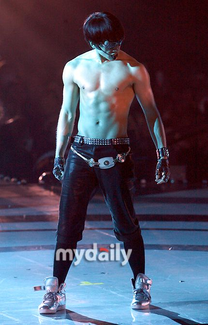As part of promotions for action comedy 'Killers,' the set workers on the movie conducted a survey asking visitors to nominate the male idol whom they felt had the sexiest body in all of Korea. Can…