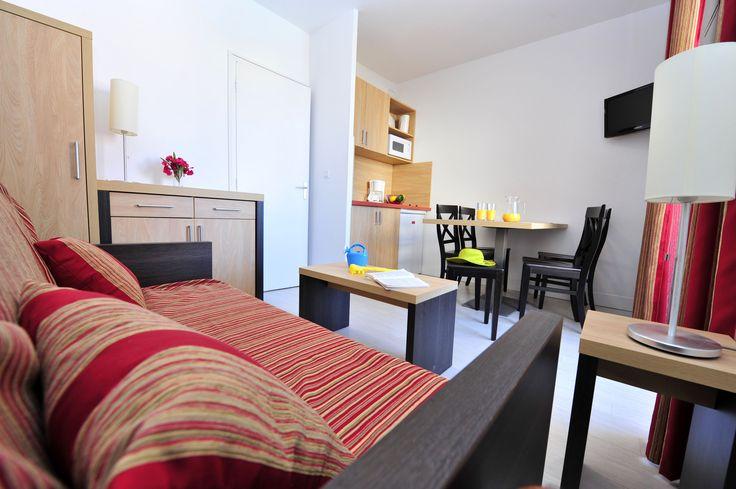 Le séjour d'un appartement au Grand Bleu, Port Barcarès par Goelia - Tous les appartements ont été entièrement renovés par Goelia.