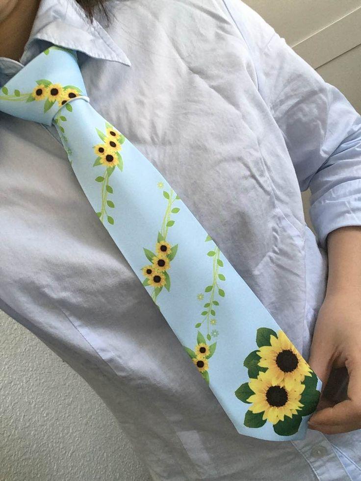 MFU様主催の【ベストファーザー イエローリボン賞発表授賞式】 父の日のイメージカラーは黄色!なので父の日の花はひまわり!として定着してきていますね♪ この日のためのひまわりネクタイを作りました(^^)♪