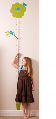 And I love the idea of adding a leaf at the child's new height each year. :)