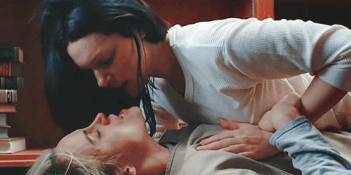 Pin for Later: 23 Insanely Sexy GIFs From Orange Is the New Black Lots of Clutching Clutching through the clothes? Still totally erotic.