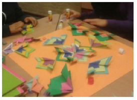 Probeer deze vouwopdracht eens uit! Doordat de kinderen in groepjes aan de slag gaan, verbeteren ze niet alleen hun knutsel skills, maar werken ze ook aan hun sociale vaardigheden.
