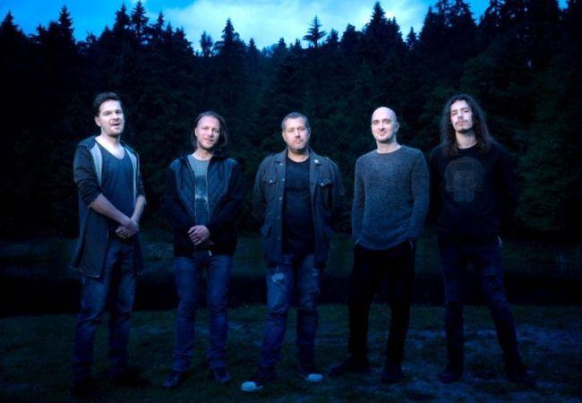 Zdroj: archív Čisté tvary  Čisté Tvary predstavujú ďalší vizuálny počin. Kapela nakrútila videoklip k titulnej skladbe z posledného albumu.