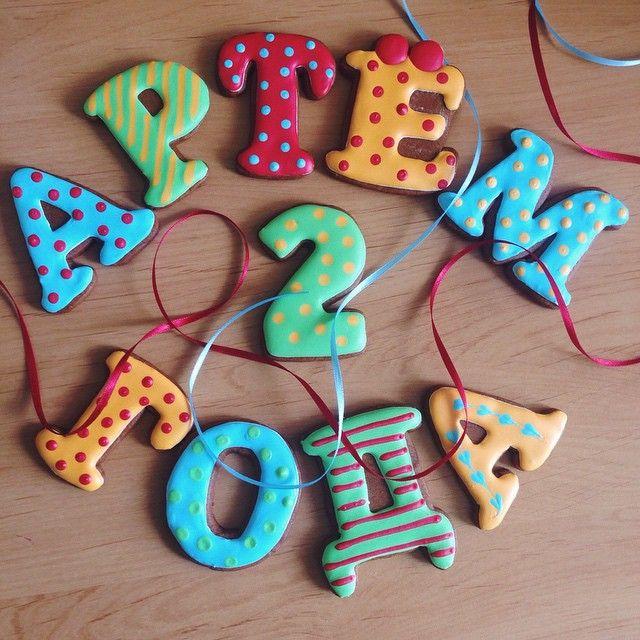 Мужчина серьезно увлечен техникой... Ему 2 года... Поздравляю!!! #пряник #подарок #пряникназаказ #пряниквподарок #имбирныепряники #имбирноепеченье #козули #королевскаяглазурь #gingercookies #handmade #ручнаяработа #россия #vsco #vscorussia #instafood #vscofood #vscomoscow #сладкийстол #сладкийподарок #домашняявыпечка  #подарокмалышу #детство #олиныпряники #ручнаяработа #candybar #cookiedecorating