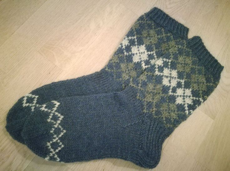 Mens socks, Novita 7 Brothers yarn (from Suuri Käsityö -magazine)
