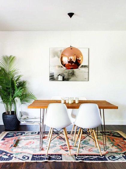 Kupfer setzt 2017 stylische Akzente in Form von Lampen, Vasen oder Blumentöpfen. Die rötliche Farbe verleiht der Wohnung Wärme!