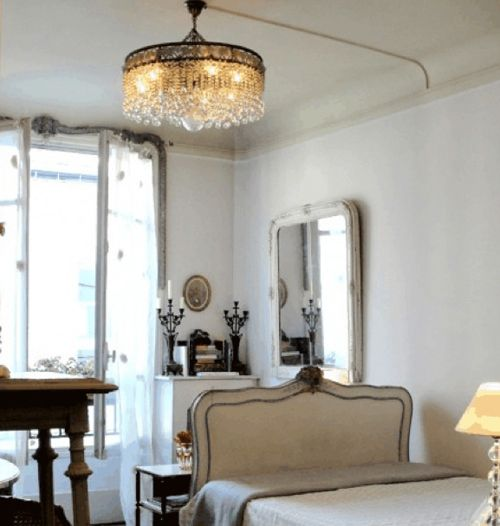 Visit my blog to see all the crystal chandeliers you dream of - http://inredningsvis.se/kristallkrona-ala-inredning-2012/  kristallkrona svart vit #crystalchandelier #kristallkrona #inredning #homedecor #livingroom #vardagsrum #bolig #vackrehjem #living