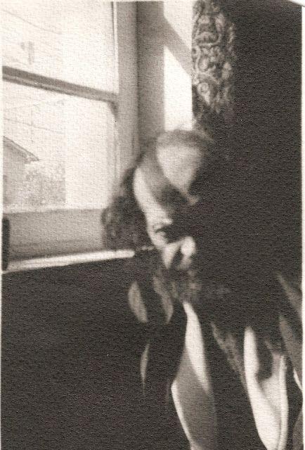 ...Con los años desaparecieron los ácidos, los papeles y todo lo que fue una época, aparte de la suposición de que el rollo ya estaba velado dado el tiempo transcurrido (...)  Y fue tal nuestra alegría al constatar que logramos recuperar del tiempo la imagen ampliada en papel de Saenz.