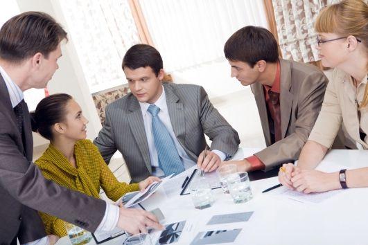 Επαγγελματικοί κανόνες καλής συμπεριφοράς(Μέρος A). Συμβουλές για τη χειραψία, για το πώς πρέπει να χειρίζεσαι τις επαγγελματικές κάρτες, συμβουλές για το meeting και το γραφείο!