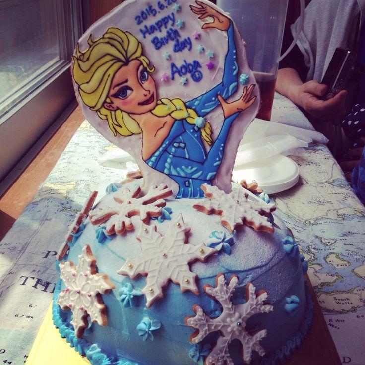 姪っ子の誕生日ケーキ。アナ雪のエルサ。喜んでくれたぁ!frozen.elsa.icingcookies.birthdaycake.