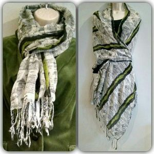 I just discovered this while shopping on Poshmark: Lightweight scarf. Check it out! Price: $10 Size: OS, listed by caroline904