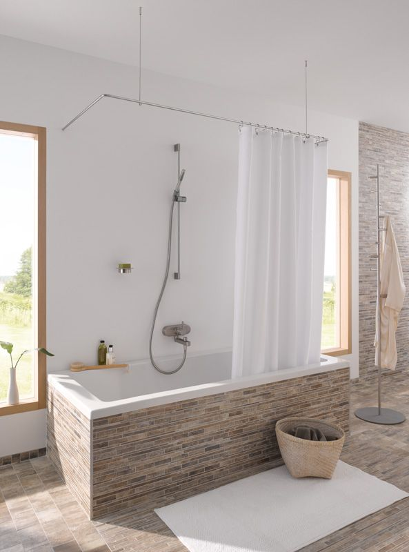 der duschvorhang an der decken oder wandabh ngung vorbei gleiten. Black Bedroom Furniture Sets. Home Design Ideas