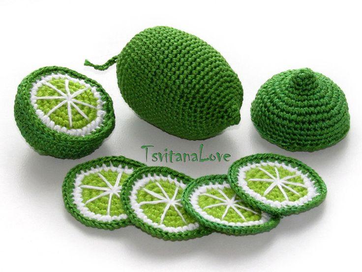 Crocheter des fruits - Lime + tranches de citron vert (6 pcs) - jouets de saisons - éco-décoration - Decor - jeu food - Сrochet - prêt à se transporter par TsvitanaLove sur Etsy https://www.etsy.com/fr/listing/229856447/crocheter-des-fruits-lime-tranches-de