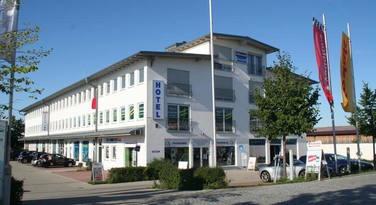 Hotel Fresh INN Unterhaching This family-run hotel in Unterhaching offers soundproofed apartments with free Wi-Fi hotspot, rich breakfast buffets, and easy rail connections to Munich city centre.